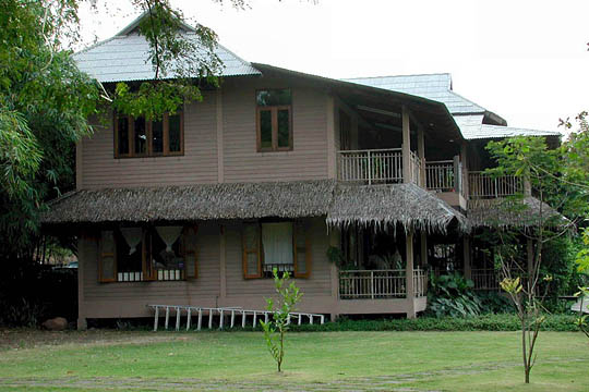 This Manila Style House Belongs To The Main Group Of Buildings Rung Arun School